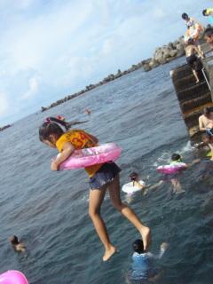 海へジャンプ、すーちゃん